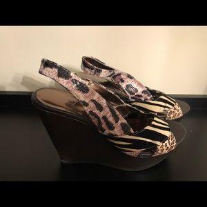 Platform sandals. From bakes